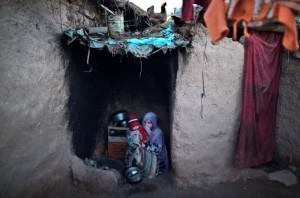 Afghan woman in Palkistan (Muhammed Muheisen) Oct 7 2015