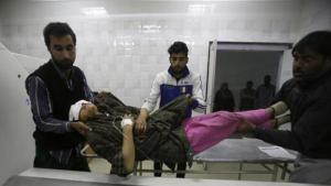 Injured Kashmiri woman in Pulwama (AP) Nov 3 2016