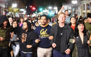 Oakland anti-Trump march Nov 9 2016 ( REUTERS:Noah Berger) Nov 10 2016