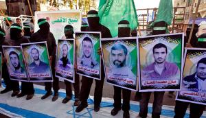 Palestinians protesting political prisoners (IBRAHEEM ABU MUSTAFA : REUTERS) Nov 1 2016