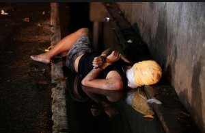 Vigilante victim in Manila (REUTERS:Romeo Ranoco) Dec 31 2016