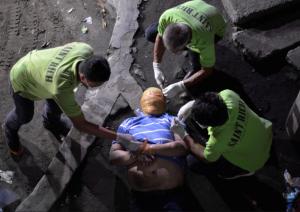 Manila duct tape victim (REUTERS:Ezra Acayan) Jan 1 2017