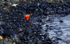 Oil spill Kamarajar Port (Arun Sankar:AFP:Getty Images) Jan 30 2017