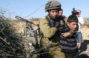 Israeli soldier choking chld (Feb 15 2017