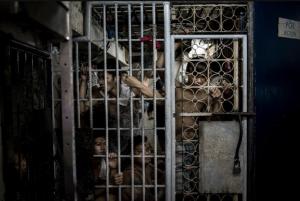 Detainees in police station 6 in Santa Ana, Manila July 27 2016 (Carlo Gabuco for HRW)