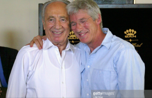 Gere with Shimon Peres 2004 (Getty Images)