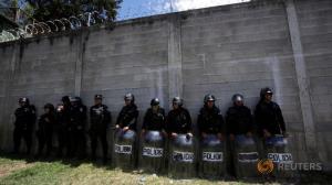 Guatemalan riot police at shelter (Reuters) Mar 13 2017