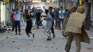 Kashmiri Intifada vs Indian soldiers Mar 30 2017