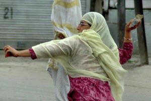 Kashmiri stone thrower (from Er Ashraf Andrabi)