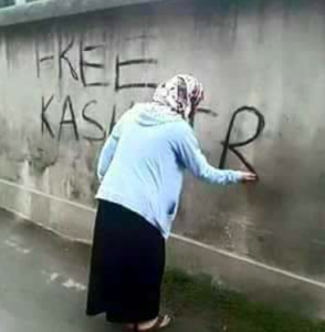 Kashmir woman doing graffitti (from Yasin Hassan)