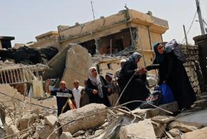 Displaced Iraqis flee in western Mosul. REUTERS:Danish Siddiqui  May 18 2017