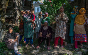 Kashmir women at Sabzar Bhat funeral (from First Post) May 28 2017