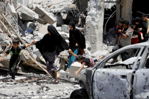 Civilians displaced by fighting between the Iraqi forces and Islamic State militants walk past destroyed houses in Mosul's al-Zanjili's district. REUTERS:Erik De Castro June 8 2017