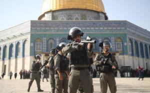Friday prayers at Al Aqsa July 27 2017 (Anadolu) July 27 2017