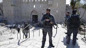 Israeli soldiers at Al Aqsa mosque (Qatar Tribune.com) July 15 2017