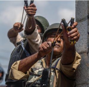 Indian paramilitary shooting glass marbles at Fri. prayers (Dar Yasin:AP) Aug 3 2017