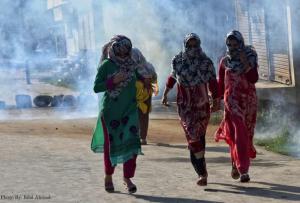 Kashmir women being tear gassed at funeral (Bilal Ahmad) Aug 1 2017