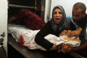 Palestinian Abdulrahman Abu Hmaisa 16 yo with mother (Pal Info Center) Aug 5 2017