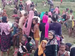 Rohingya stranded on Naf river (Arakan TV) Aug 28 2017