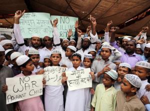 Indian children stand with Rohingya (EPA:Raminder Pal Singh)