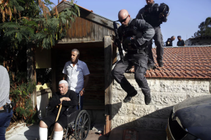 Palestinian family in E Jerusalem being evicted (Mahmoud Illean:AP) Sept 5 2017