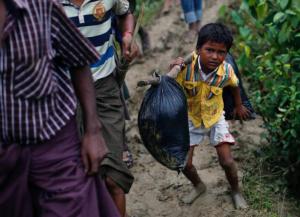 Ro boy carrying his stuff (REUTERS:Danish Siddiqui) Sept 19 2017