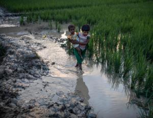 Rohingya girl & baby in Whaikhyang, Bangladesh 10 Sept (Dan Kitwood:Getty Images) Sept 17 2017