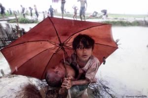 Rohingya girl protects little sister from rain near border (Md.sadik khan) Sept 9 2017