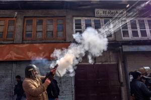 Indian policeman in Srinagar Mar 3 2017 :posted Oct 17 2017