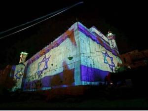 Israeli settlers project Israeli flag onto Ibrahimi mosque, Hebron 9:18:17 (SJP of Kent State) Oct 11 2017