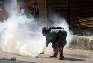 Kashmiri woman & tear gas shell (Mubashir Khan:GK) Oct 11 2017