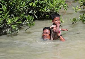 Ro man & child swimming Naf to Bangladesh (Twitter) Oct 16 2017