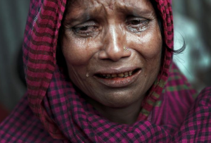 Ro woman grieving family member killed by Burmese army (Cathal McNaughton:Reuters) Oct 24 2017