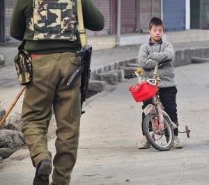 A Kashmiri kid & soldier (Basit Zargar) Nov 29 2017