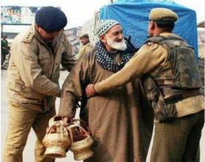 Kashmiri senior man getting frisked (Kashmir Xpress News) Nov 18 2017