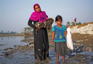 Ro mother with newborn & small girl arriving in Bangladesh (Reuters) Nov 15 2017