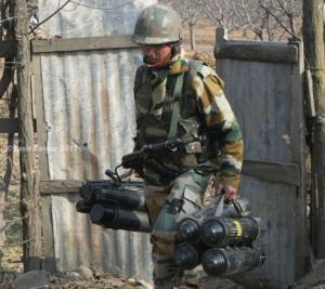 Indian soldier in Kashmir Dec 3 2017