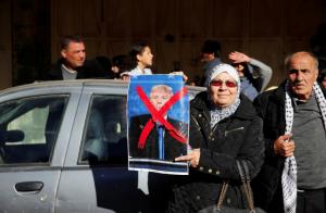 Palestinian woman with x photo of Trump (Ammar Awad:Reuters) Dec 11 2017