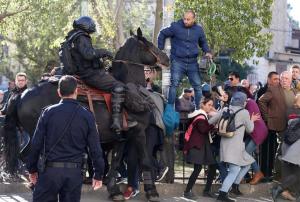 Palestinians in Jerusalem threatened with horses (2) DOAM Dec 9 2017