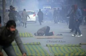Tear gas at Friday prayers in Kashmir Dec 25 2017