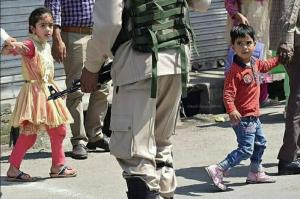 Kashmiri kids & Indian soldiers (Kashmir News Trust) Jan 4 2018