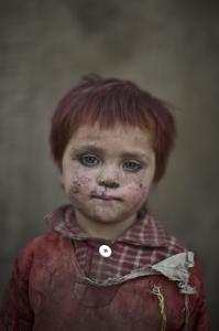 Afghan refugee girl in Pakistan (Muhammed Muheisen) 2014