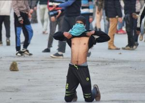 Kashmiri protester dares police to shoot him in Srinagar protests vs civilian killings (Basit Zargar) Feb 2 2018