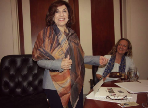 Bouthaina Shaaban receiving scarf as Beeley watches (June 2017) photo by Eva Thomassen