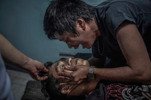 Ginnalyn Soriano weeps of older brother Julius (Ezra Acayan) Mar 28 2018