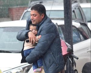 Man with child in Srinagar (Basit Zargar) Mar 16 2018