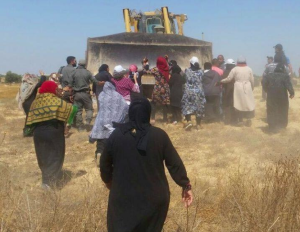 Palestinian women stopping bulldozers with their bodies (Shehab News Agency) Mar 25 2018