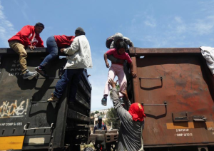 Central American migrants disembark from a freight train in Tlaquepaque, in Jalisco state, April 17, 2018. REUTERS:Edgard Garrido