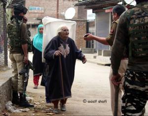 Elderly Kashmiri woman (Aasif Shafi) Apr 11 2018