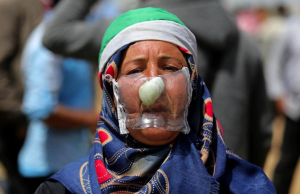 Palestinian woman in gas mask (The Palestinian Information Center) Apr 20 2018